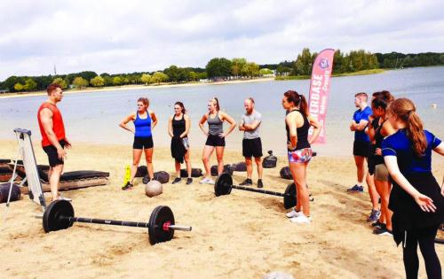 De eerste CrossFit Beach WOD bij Sunrise Beach (aqua Best)